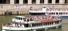 Experience the Amazing City of Chicago on a Boat Cruise!