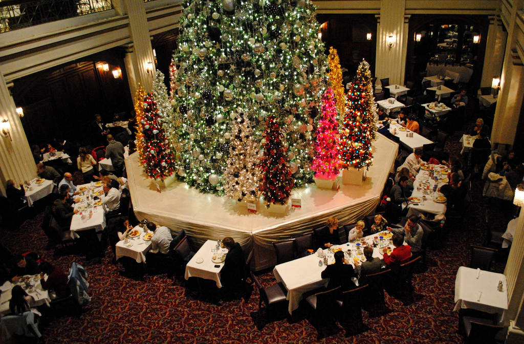 Best Holiday Decorated Chicagoland Bars & Restaurants
